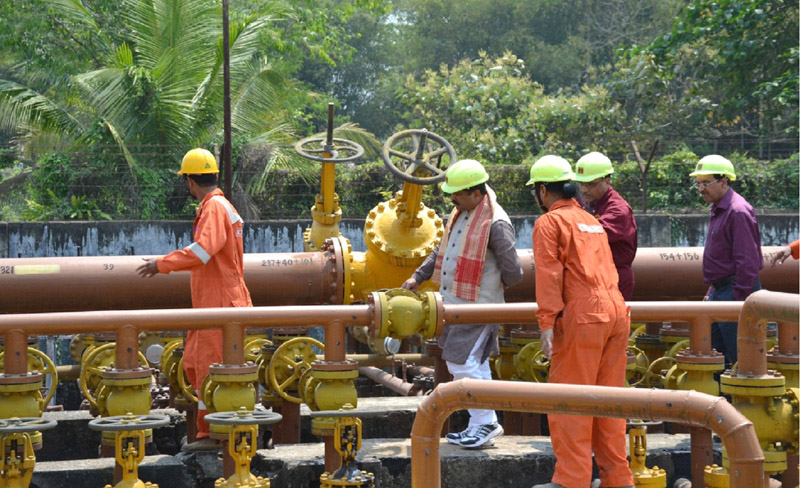 The Minister of State for Petroleum and Natural Gas (Independent Charge), Shri Dharmendra Pradhan visiting the Geleky GGS-I (Group Gathering Station-I), in ONGC Assam Asset, on April 16, 2015.