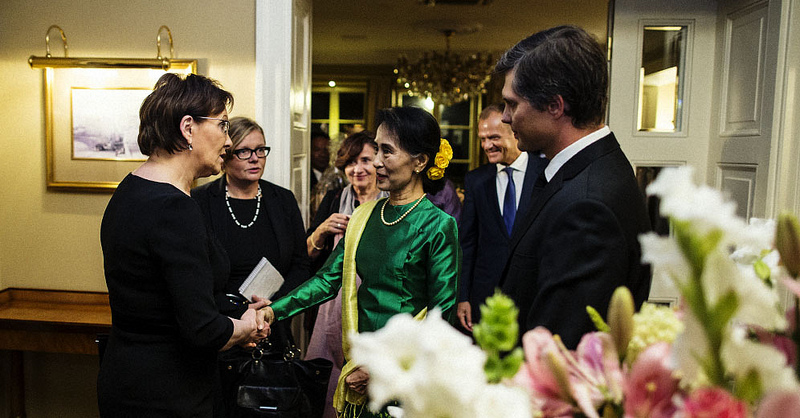 Aung San Suu Kyi meeting members of the council of ministers in Poland. Source: Kancelaria Primiera's flickr photostream, used under a creative commons license.