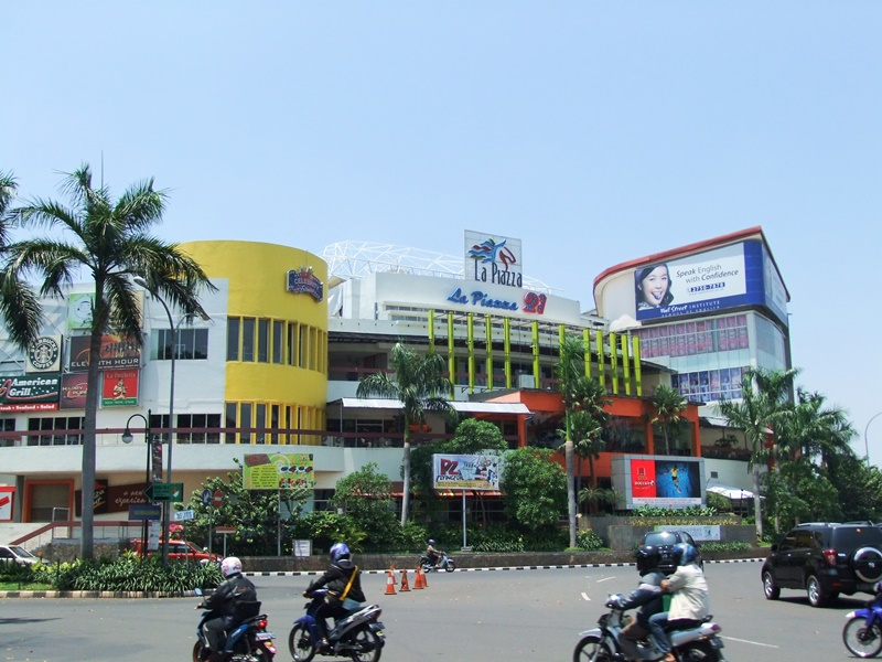 La Piazza 21, a cinema in Jakarta. The cinema industry is one of the sectors that will now be 100 percent open for foreign ownership. Source: Wikimedia, used under a creative commons license.