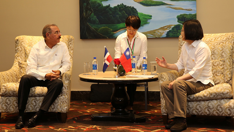 President Tsai Ing-wen of Taiwan meets President Danilo Medina of the Dominican Republic during her visit to Panama on June 26, 2016. Source: PresidenciaRD's flickr photostream, used under a creative commons license.